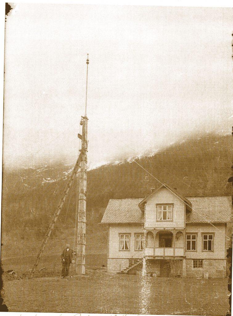 Den första flaggstången som sattes upp av Betonmast.